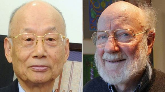 Collage di due foto: il primo piano di un uomo con barba bianca e occhiali e il primo piano di un uomo dai lineamenti orientali, anziano e con gli occhiali