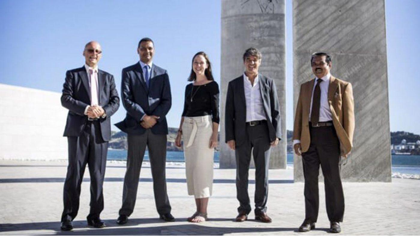 Da sinistra: Bill Kendal, Izidine Hassane e Julia Strong di Sightsavers, hanno ricevuto il premio, lo condividono insieme a Massimo Maggio e Babar Qureshi di CBM.