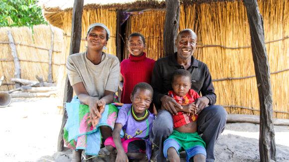 la famiglia lishomwa dopo l'operazione di tracoma