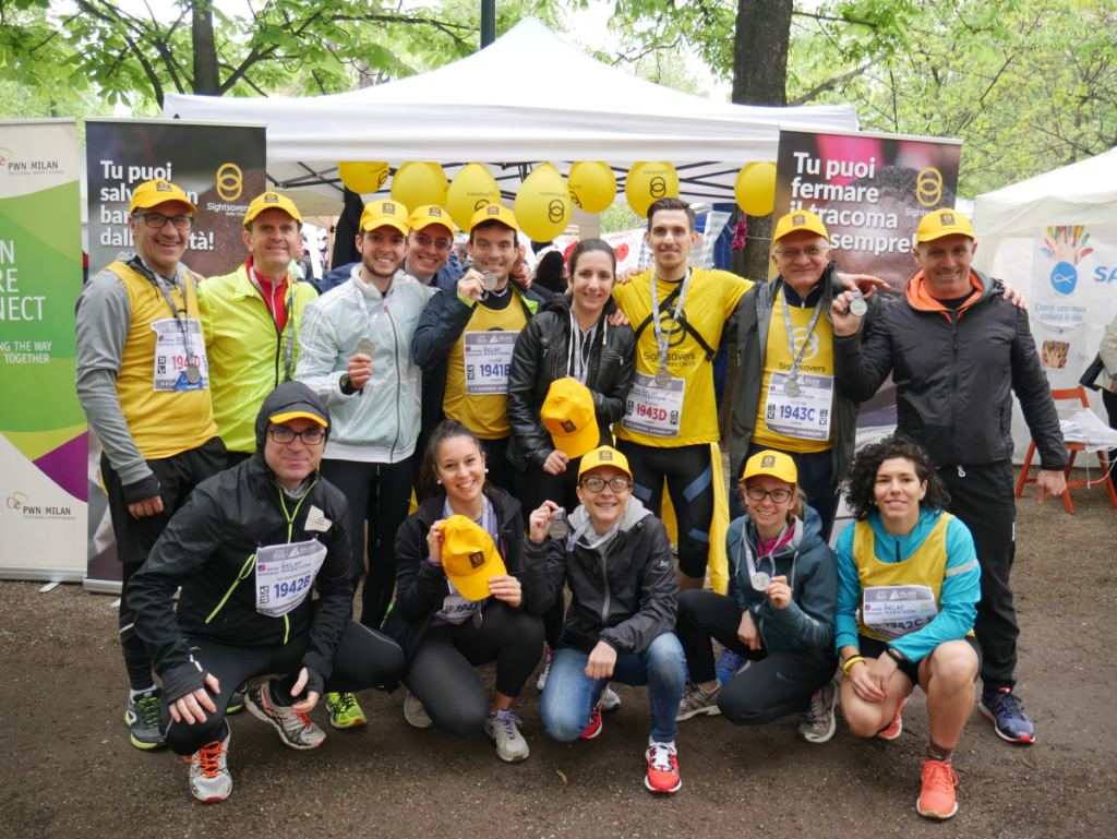 Foto di gruppo con i maratoneti della vista alla Milano marathon il 7 aprile 2019