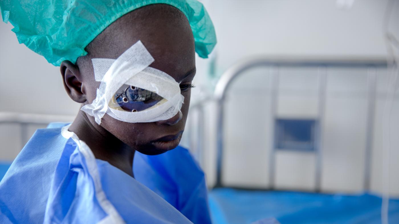 Souleymane ha una benda sull'occhio.