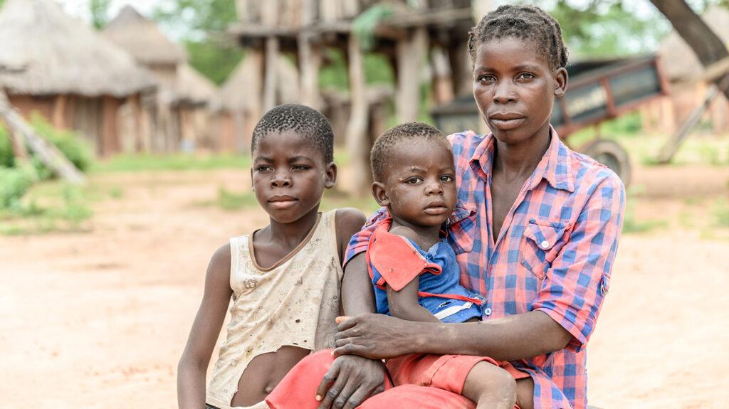 chabota con sua madre e sua sorella
